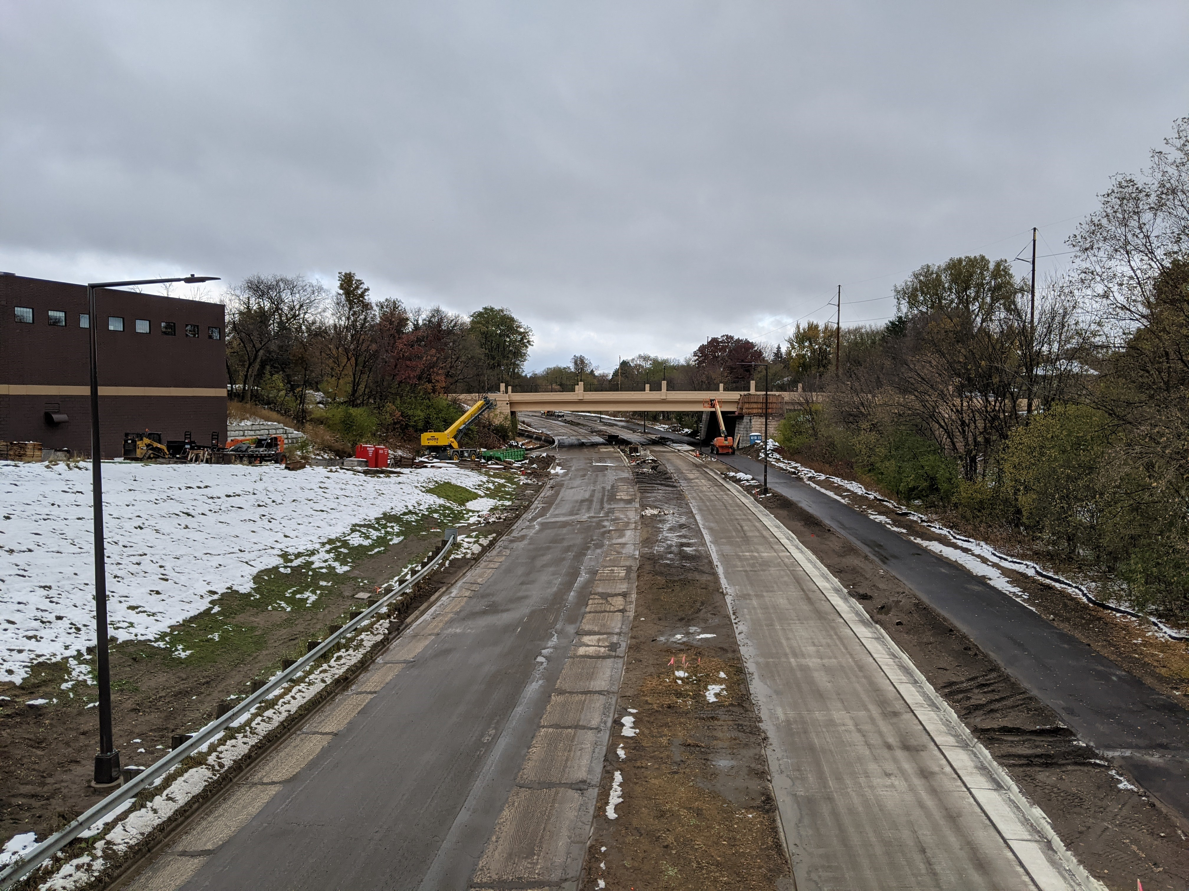 Ayd Mill Road construction photo showing the northbound view from the Grand Avenue overpass as of 10.26.20. Photo shows new trail on east side of Ayd Mill Road and new street lights.