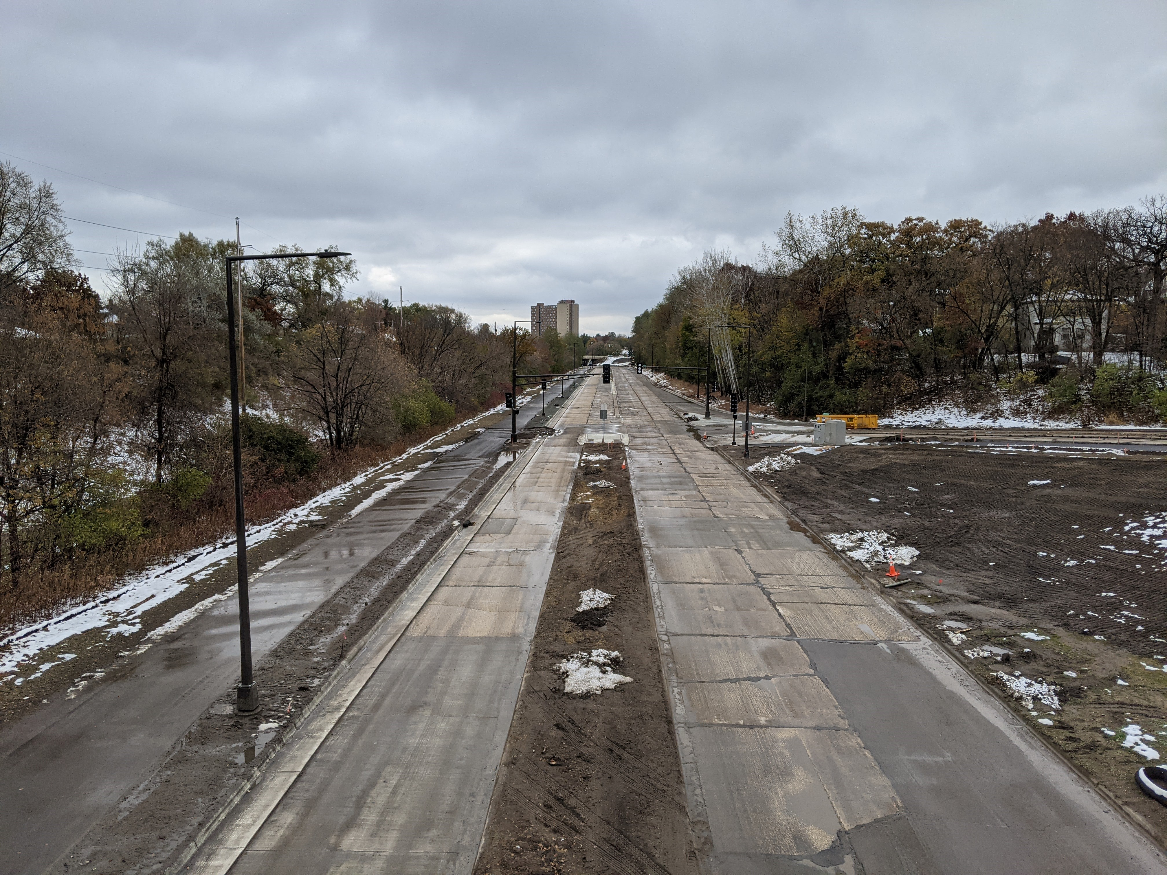 Ayd Mill Road construction photo showing the southbound view from the Grand Avenue overpass as of 10.26.20. Photo shows new trail on east side of Ayd Mill Road and new traffic and street lights.