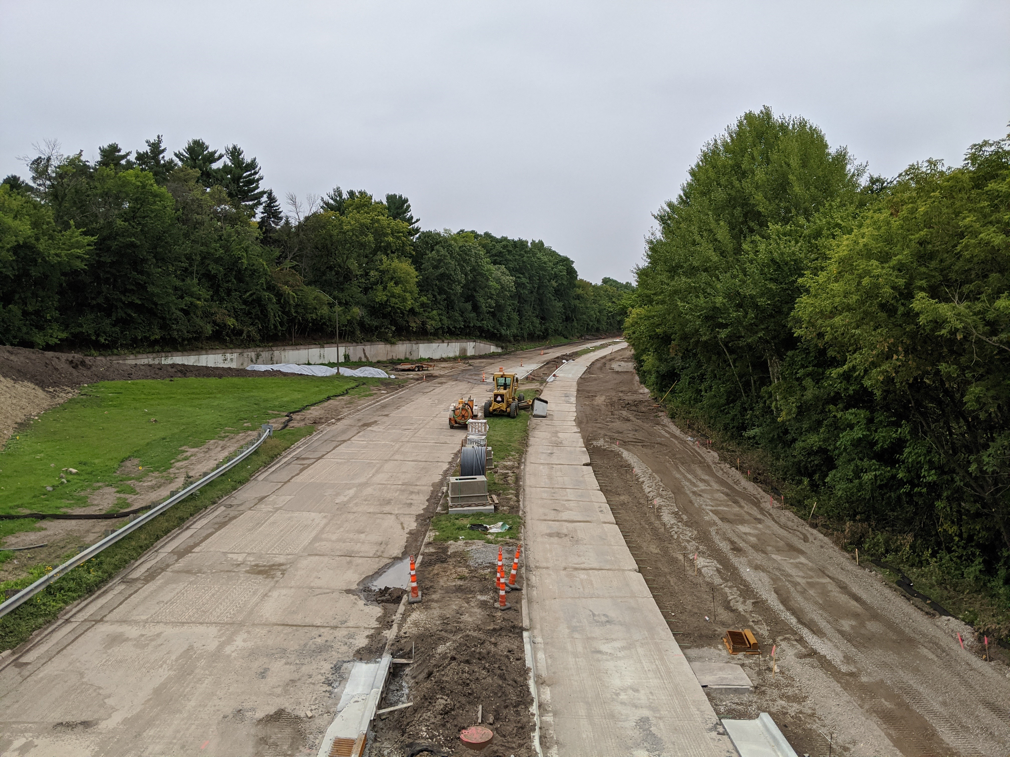 Photo showing the construction of Ayd Mill Road. The view is north bound from the St Clair Avenue overpass as of 9.11.20.