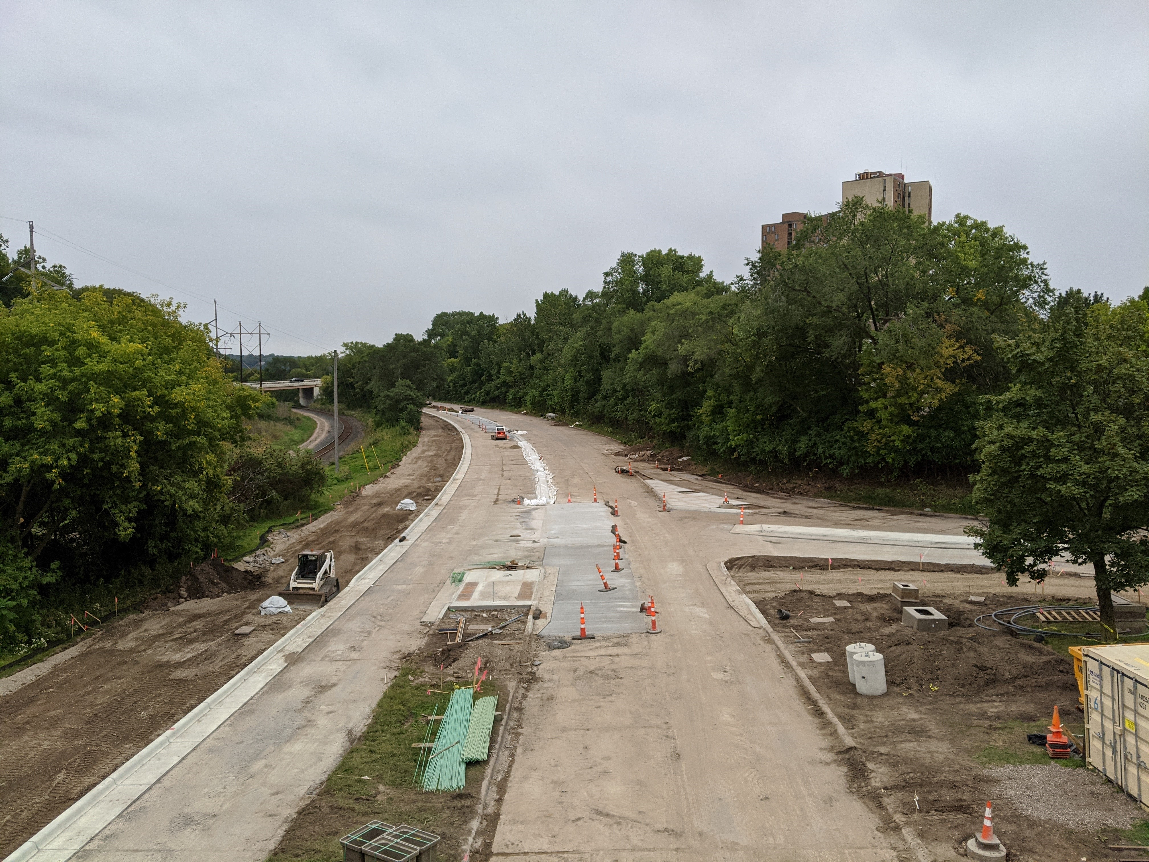 Photo showing the construction of Ayd Mill Road. The view is south bound from the St Clair Avenue overpass as of 9.11.20.