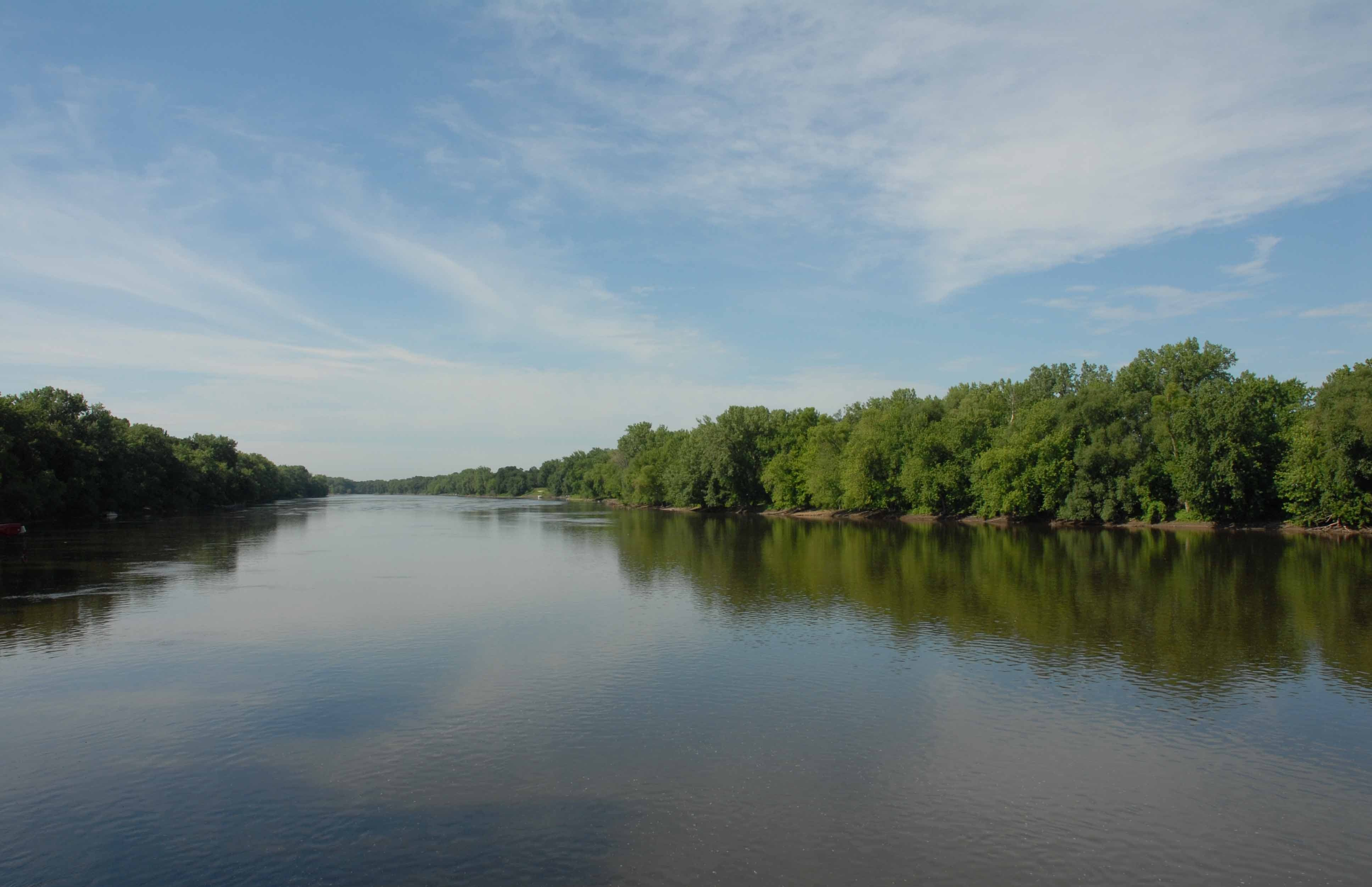 Scenic photo of Mississippi River