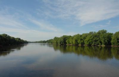 Scenic photo of Mississippi River